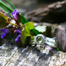 Blade of Grass Peridot Ring
